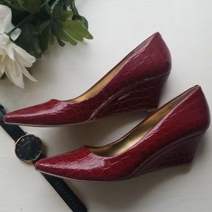 🎄Nine West Red Wedge Heels size 6.🎄